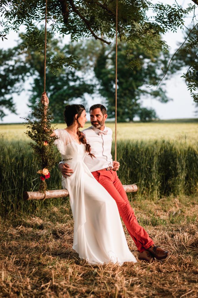 balaçoire bois, séance couple mariage. Photographe mayenne, anjou et sarthe