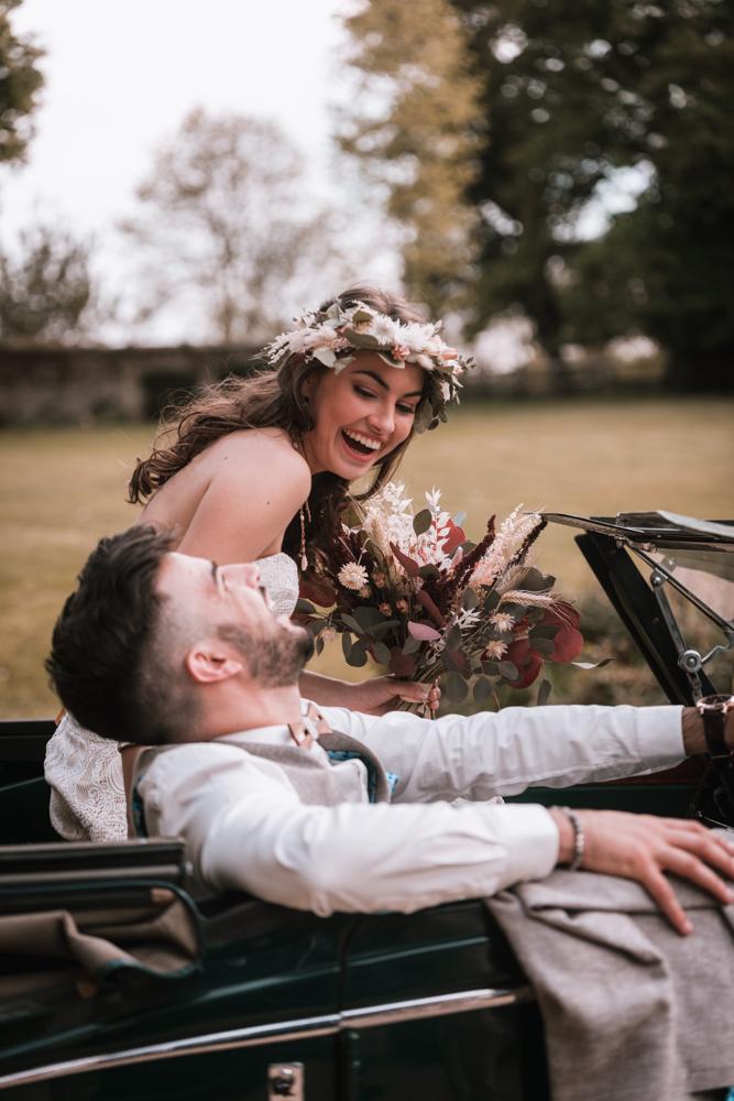 Photographe mariage mayenne, maine et loire. Séance couple voiture