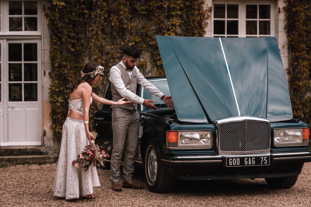 Photographe mariage mayenne, maine et loire. Séance couple voiture ancienne