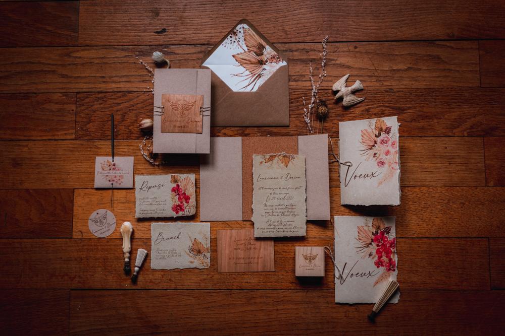 papeterie de mariage, papier naturel, bois. Photographe mayenne, maine et loire