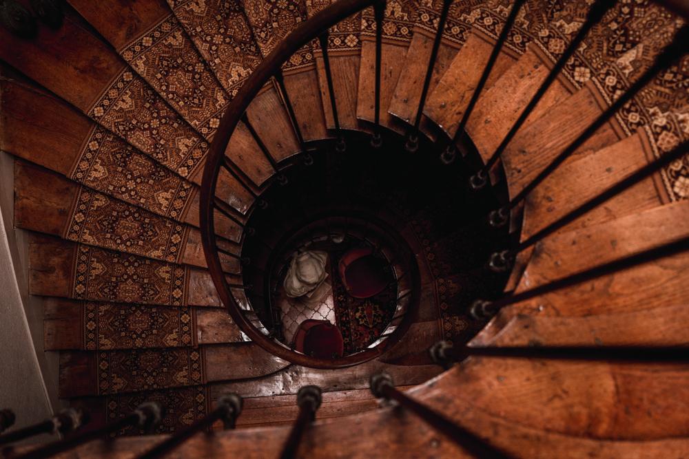 escalier d'un château, mariage, arrivée de la mariée