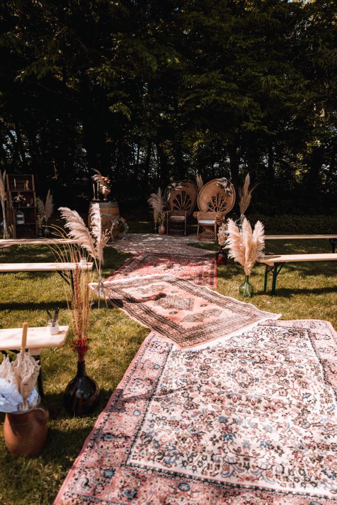 décor de la cérémonie laïque, allée de tapis et fauteuil emmanuelle