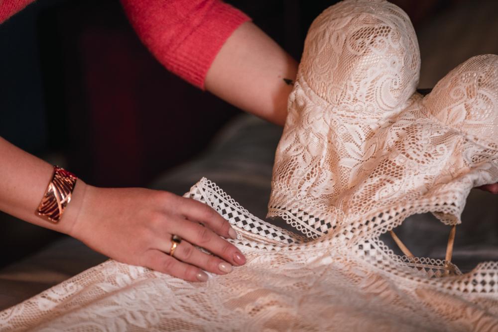 préparatif de la mariée, robe