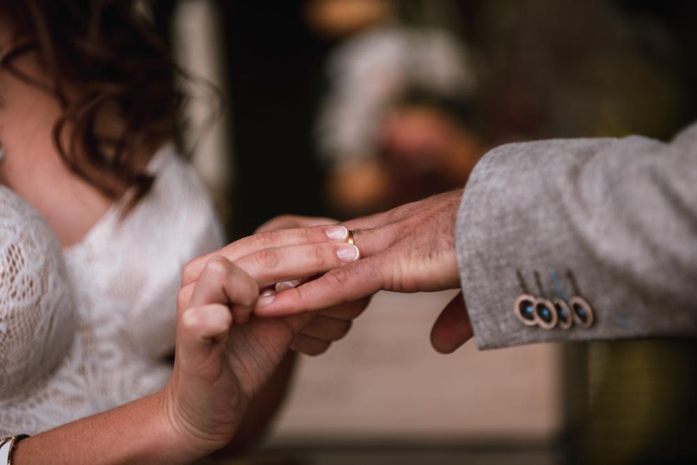 photographe mariage, cérémonie laïque, échange des alliances