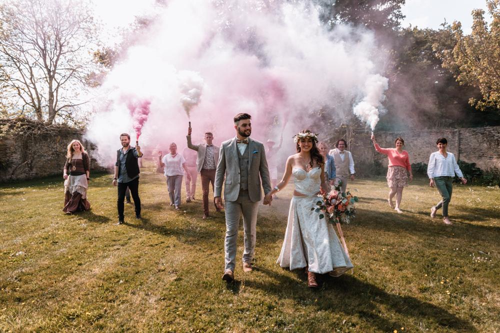 photo de groupe mariage, avec les fumigènes