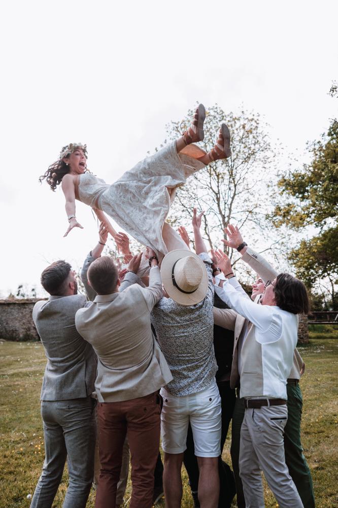 photo de groupe mariage, jeté de la mariée